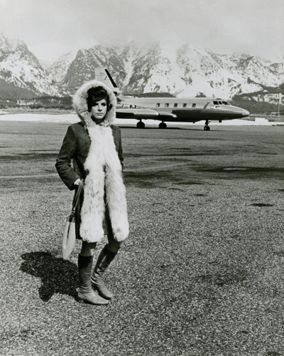 A candid shot of Katharine Ross arriving at Jackson Hole, Wyoming for the shooting of the 1968.