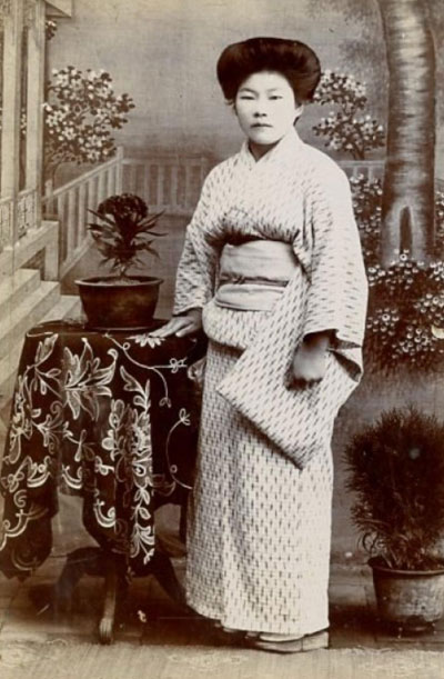A young Japanese woman poses in 1895.